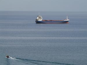 Un pétrolier voguant sur la côte de Annaba