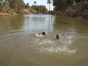 السباحة بوادي تيوت