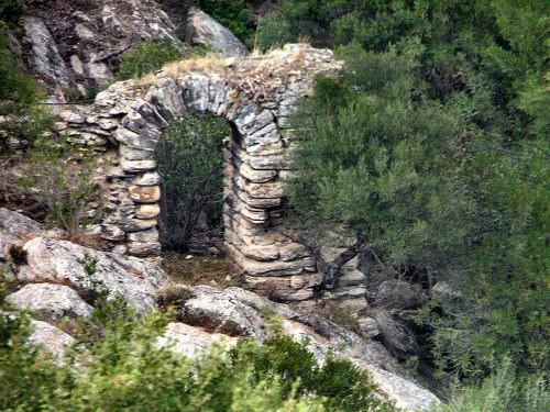 l 39 arche de pierre vestiges romains annaba. Black Bedroom Furniture Sets. Home Design Ideas