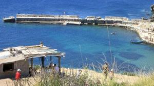 Une Vieille Baraque près du Port Cap de Fer