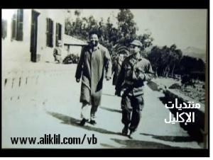 صورة قديمة للقائد جمال رمضان أول طيار عربي و إفريقي برفقة نيلسون ماندلا