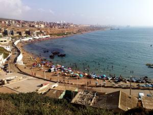 صورة شاملة لشاطئ سيد المجدوب (ولاية مستغانم)