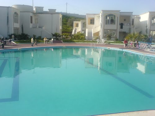 La piscine du complexe thermal de bouchahrine guelma for Piscine thermal