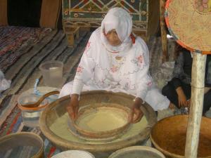 طهي الكسكس على الطريقة التقليدية ببلدية