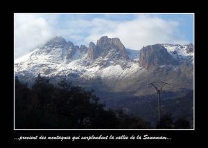 منظر من جبال الصومام تحت الثلوج