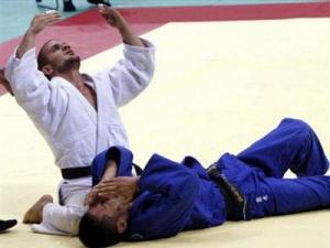 المصارع الجزائري سيد علي العامري في الألعاب الأولمبية لمدينة بكين