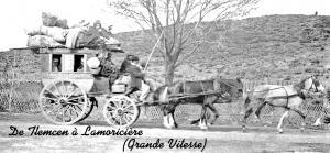 عربة قديمة على الطريق الرابط بين مدينة تلمسان و بلدية