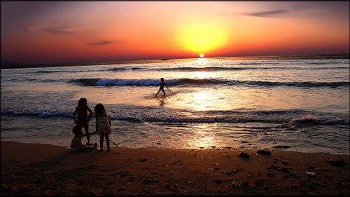 89391-coucher-du-soleil-sur-la-plage-les-andalouses