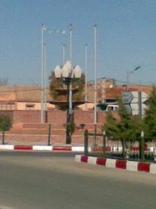 Carrefour à la sortie de la ville de Bougtoub