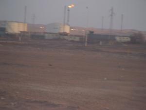 Raffinerie et Stockage de Pétrole aux environs d'Illizi