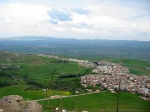 Vue générale de la ville de Rouached