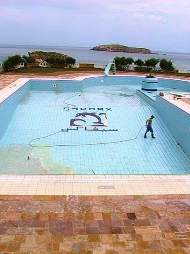 Une piscine du complexe touristique de syphax for Complexe piscine