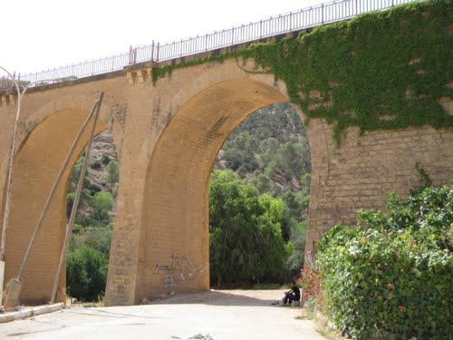 Un Pont dans la périphérie de Relizane