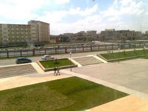 الساحة الرئيسية للمركز الجامعي بمدينة