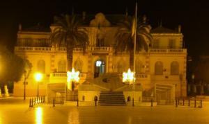 صورة ليلية لبلدية تيبازة