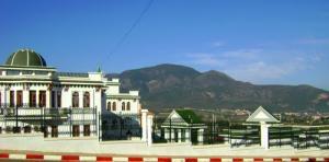 صورة لدار بلدية تيبازة