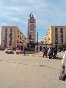 نصب تذكاري بوسط مدينة سوق أهراس