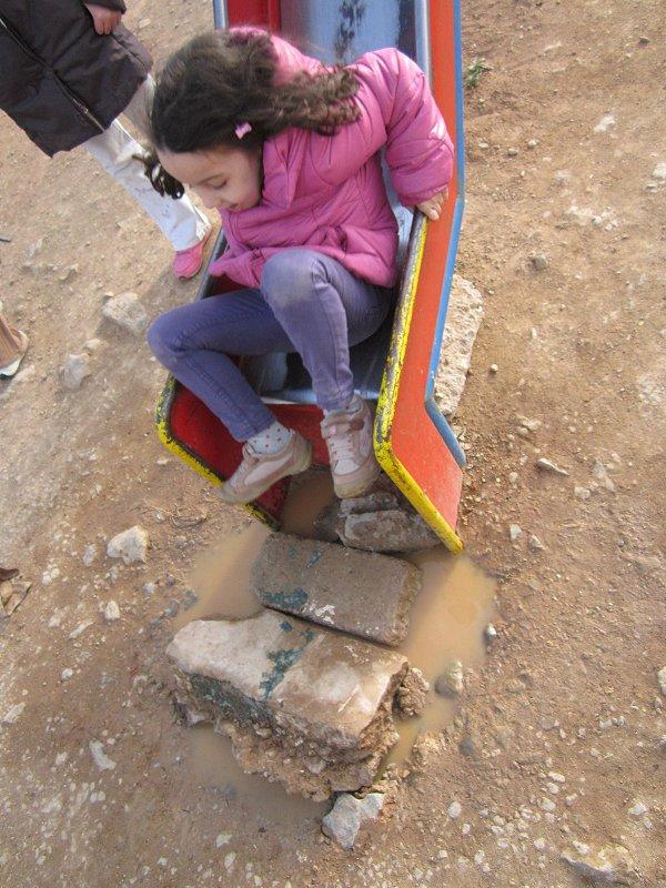 حديقة تسلية خطيرة لأطفال بلدية